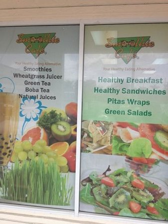 Smoothie Cafe: Window dressing.