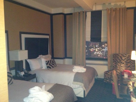 Empire Hotel: room