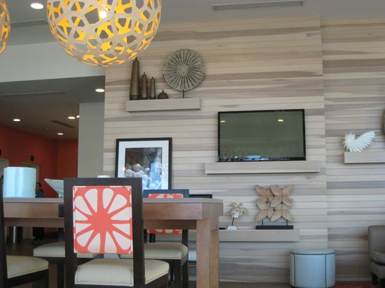 Hampton Inn & Suites Orange Beach:                                     Public area