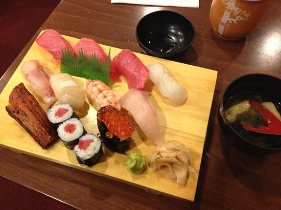 "Yabase :                   30 €- "" luxus sushi"" so laut menü! lecker! 1a!"
