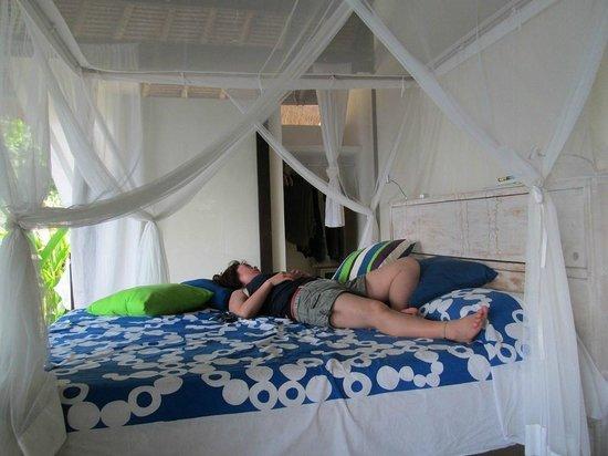 Bloo Lagoon Village:                   風がぬける部屋で                 