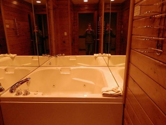 Split Rock Resort: Jacuzzi tub