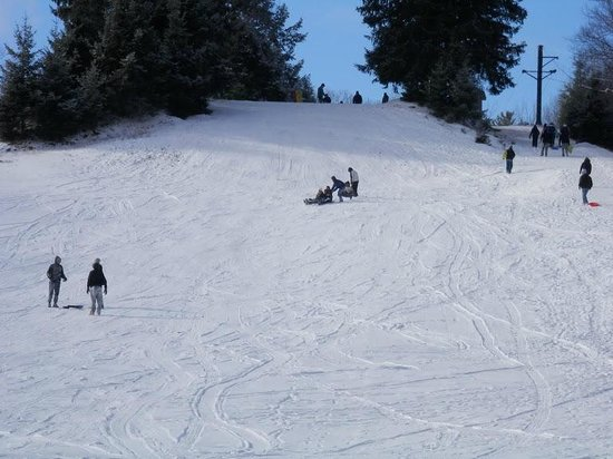 Split Rock Resort & Golf Club: Resort sledding area