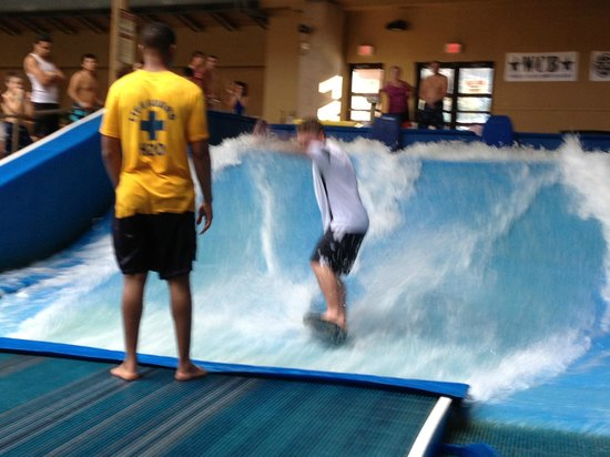 Split Rock Resort: Surfing at H20