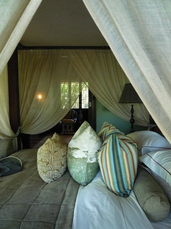 andBeyond Phinda Vlei Lodge: Bed Room with view to the dressing