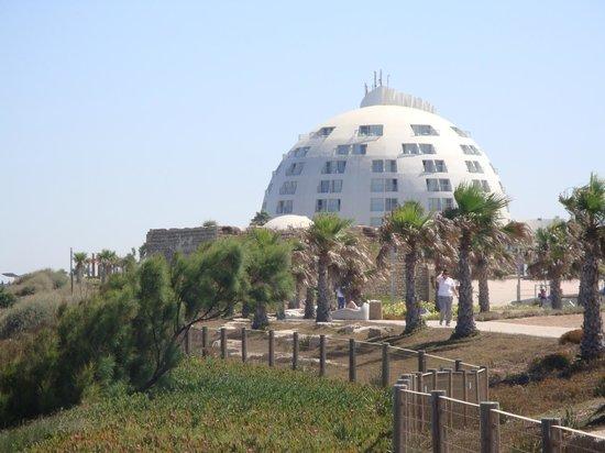 Holiday Inn Ashkelon: The hotel from the sea promenade
