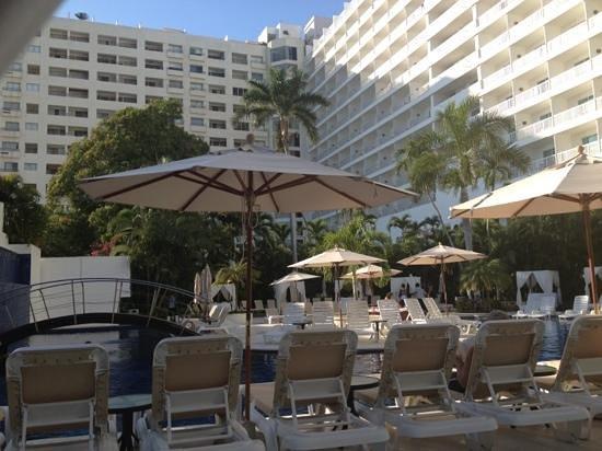Emporio Acapulco Hotel:                   adultos