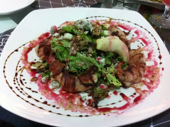 Brillocco Bistro & Pasticceria:                   salad with jumbo shrimp wrapped in pancetta