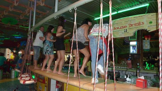 Senor Frog's : Dancin on the bar