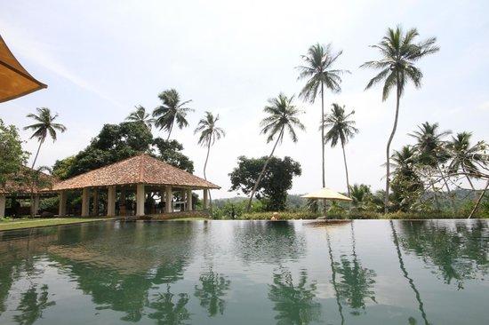 Kahanda Kanda:                   Vista da piscina
