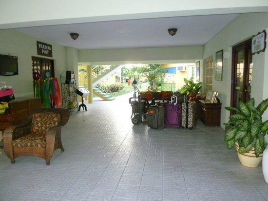 Grand Pineapple Beach Negril:                   Gp lobby area