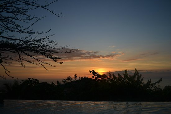 La Mariposa Hotel: Beautiful Sunset from poolside