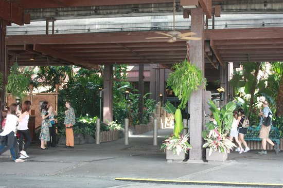 Disney's Polynesian Village Resort:                   Polynesian Entry