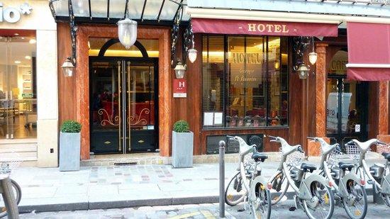 โฮเต็ล ยุโรปเซ้นท์เซเวริน:                   entrance from rue Saint Severin