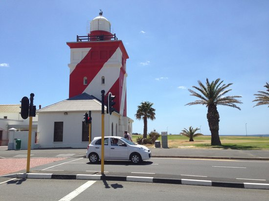Dolphin Inn Guesthouse, Mouille Point: Mouillie Point Lighthouse