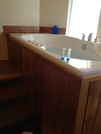 Seaside Oceanfront Inn:                                     steps to tub