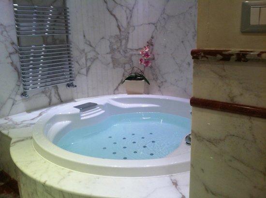 Golden Tower Hotel & Spa:                   banheiro da suíte