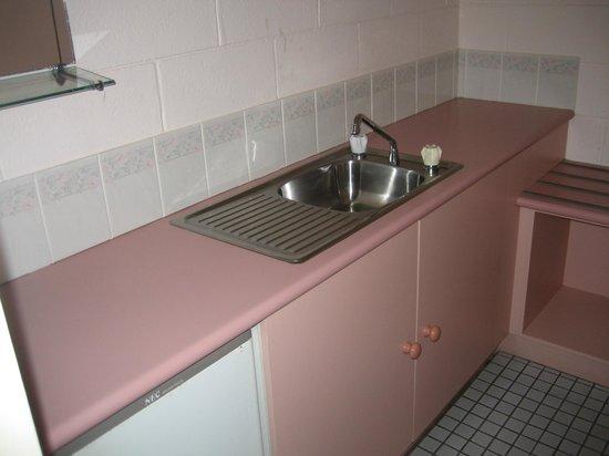 Central Coast Motel: Kitchenette