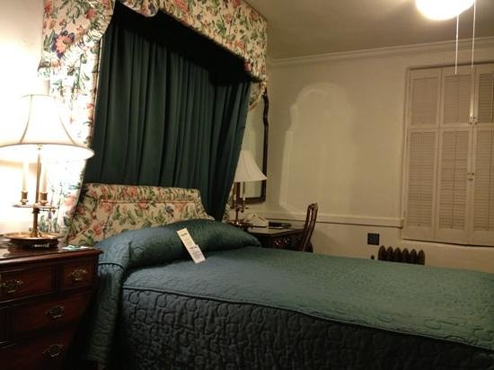 Pine Inn:                   Comfortable room - 3rd floor (no elevator)
