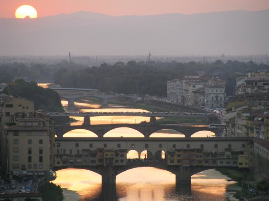 ‪‪Ponte Vecchio‬: Ponte Vecchio as seen from Piazzale Michaelangelo at sunset‬