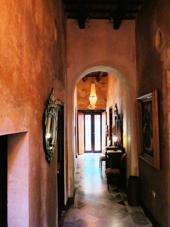 Villa Herencia:                   Hallway