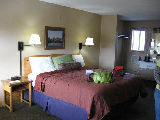 Hotel Estes:                   Nice and comfortable