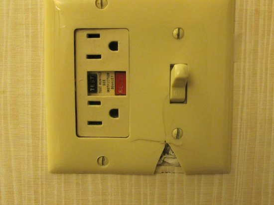 DoubleTree by Hilton Somerset Hotel & Conference Center:                   Broken bathroom switchplate