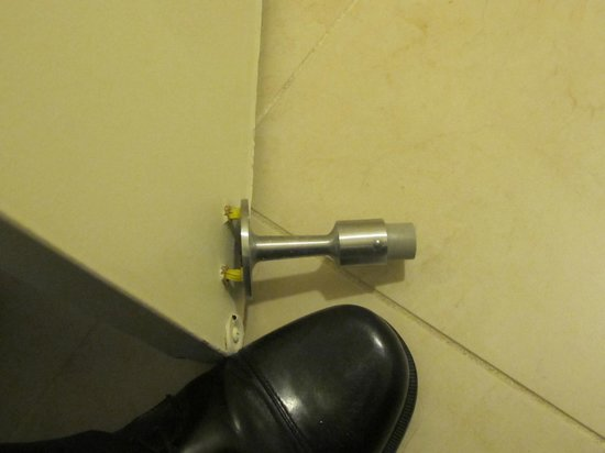 DoubleTree by Hilton Somerset Hotel & Conference Center:                   Broken doorstop