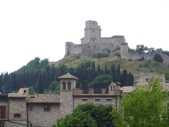 Living Italy: the castle above Assisi is one of our favourite picnic spots