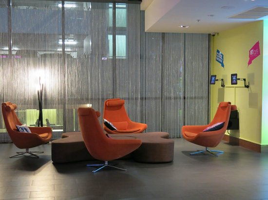 Aloft Bangkok - Sukhumvit 11:                   another side of the lounge