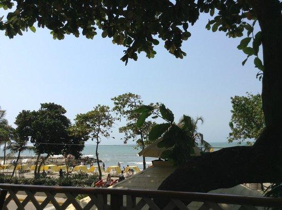 Decameron Cartagena:                                     Desde la piscina hacia la playa