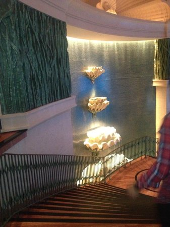 Atlantis, The Palm: Stairway leading to lower level in the hotel