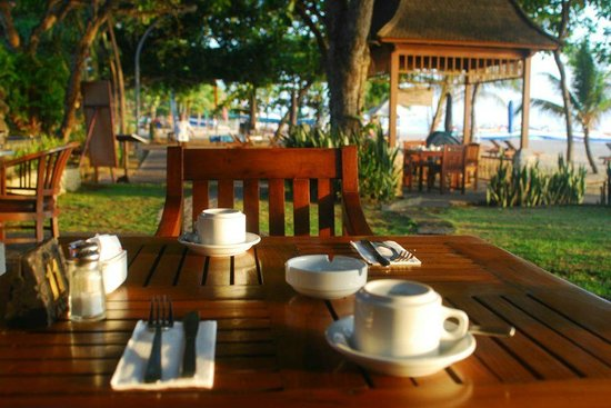 Besakih Beach Hotel:                   waiting for breakfast