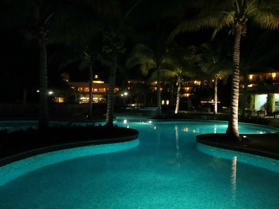 Hacienda Tres Rios: At night, one of the pools
