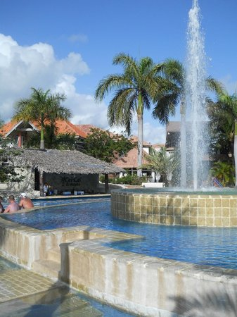 IFA Villas Bavaro Resort & Spa:                   Swim up bar