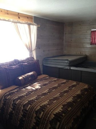 Mountain Meadows Cabins:                   bedroom