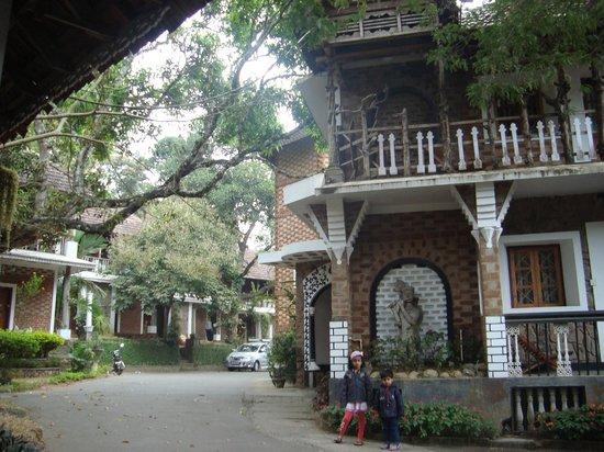 Hotel Ambadi:                   Hotel