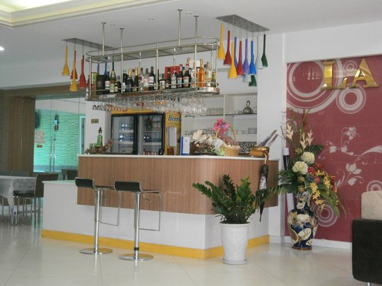 Lane Xang Princess Hotel:                   drinking area near front office