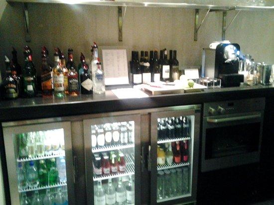 Knightsbridge Hotel :                   Inside the Honestly Bar