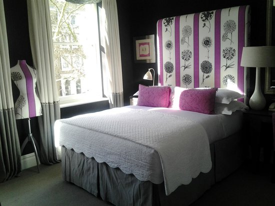 Knightsbridge Hotel:                   Room