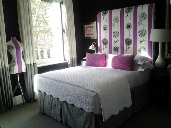 نايتسبريدج هوتل:                   Room                 