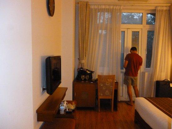 Hanoi Luxor Hotel :                   Plasma Tv