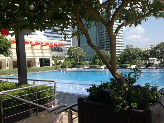 The Fullerton Bay Hotel Singapore :                   Roof top pool