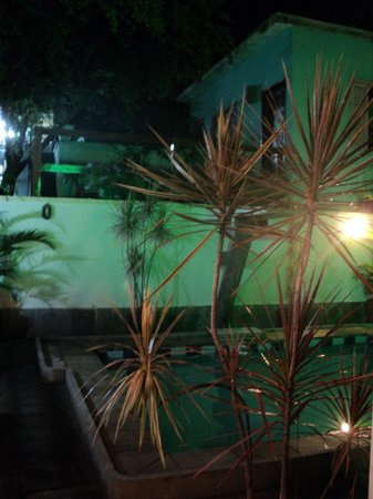 Rio Hostel & Suites Santa Teresa:                   terraza-bar-pileta