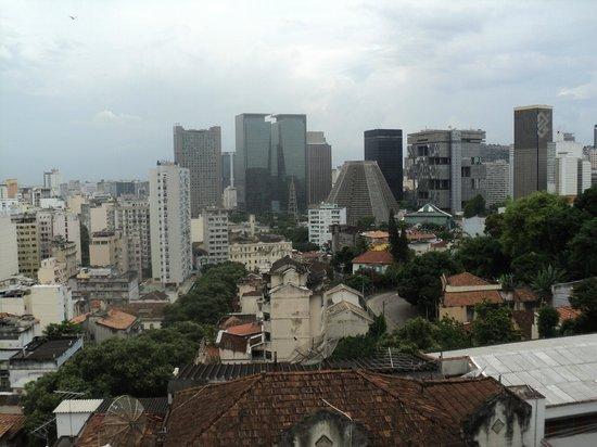 Rio Hostel & Suites Santa Teresa:                   otra vista desde el balcón cerca de la recepción