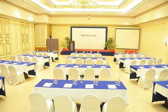Grand Menseng Hotel: Ballroom (Classroom Setup)