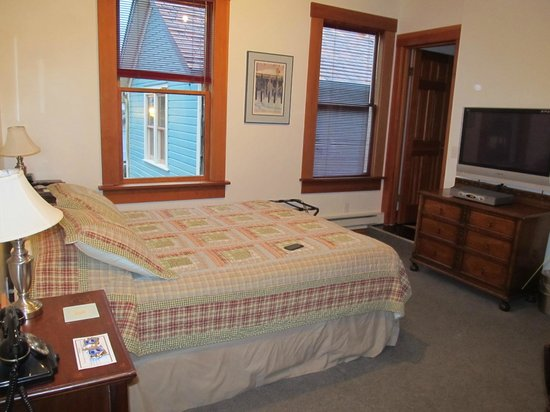 Inn at Creek Street:                   The bed & great windows!