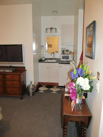 Inn at Creek Street:                   A view of the kitchenette