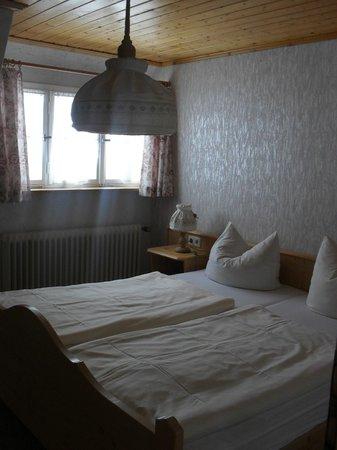 Romantisches Schwarzwaldhotel:                   Familienzimmer Schlafzimmer 2