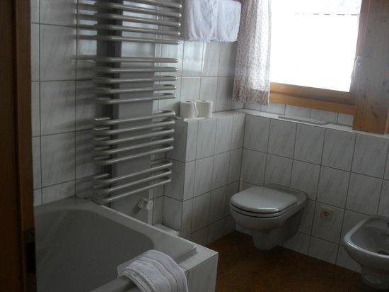 Romantisches Schwarzwaldhotel:                   Badezimmer